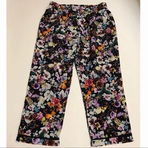 WAYF Floral Multi Colored Cropped Pants Size L